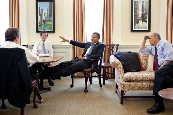 snimite-nogi-so-stola-mr-president8
