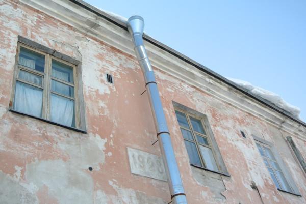 003 табличка на здании бывшей тюрьмы