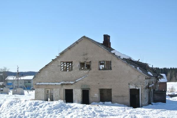 005. здание бывшего зверосовхоза