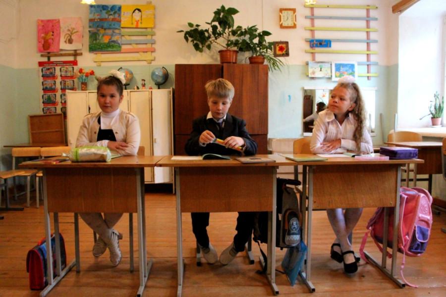 001. Объединенные 2-4 классы Валаамской школе на уроке