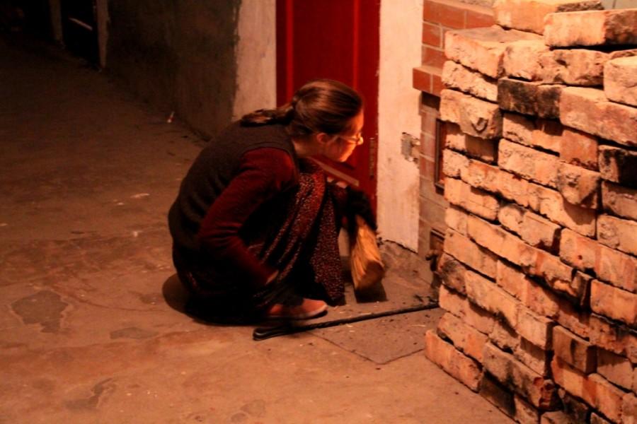 002. растопка печи в коридоре Зимней гостиницы