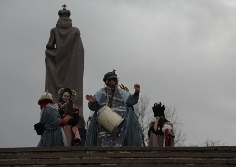 Возле памятника основателю города