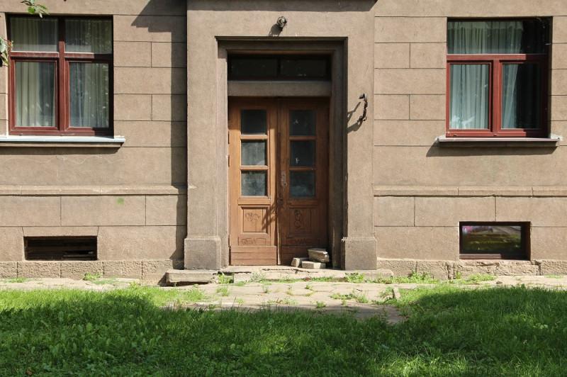 Сколько лет назад закрылись эти двери?