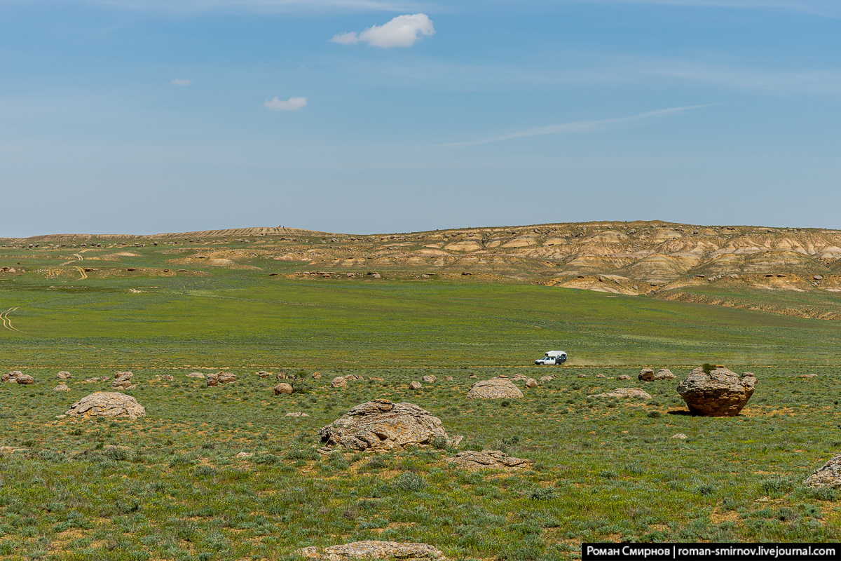 Западный Казахстан. Каменные яйца Мангышлака.