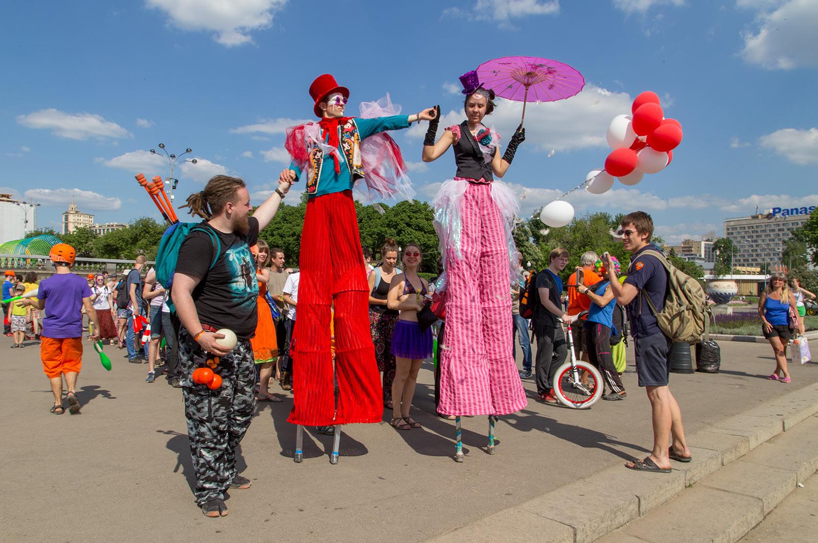 парад-жонглеров-парк-горького-rjc