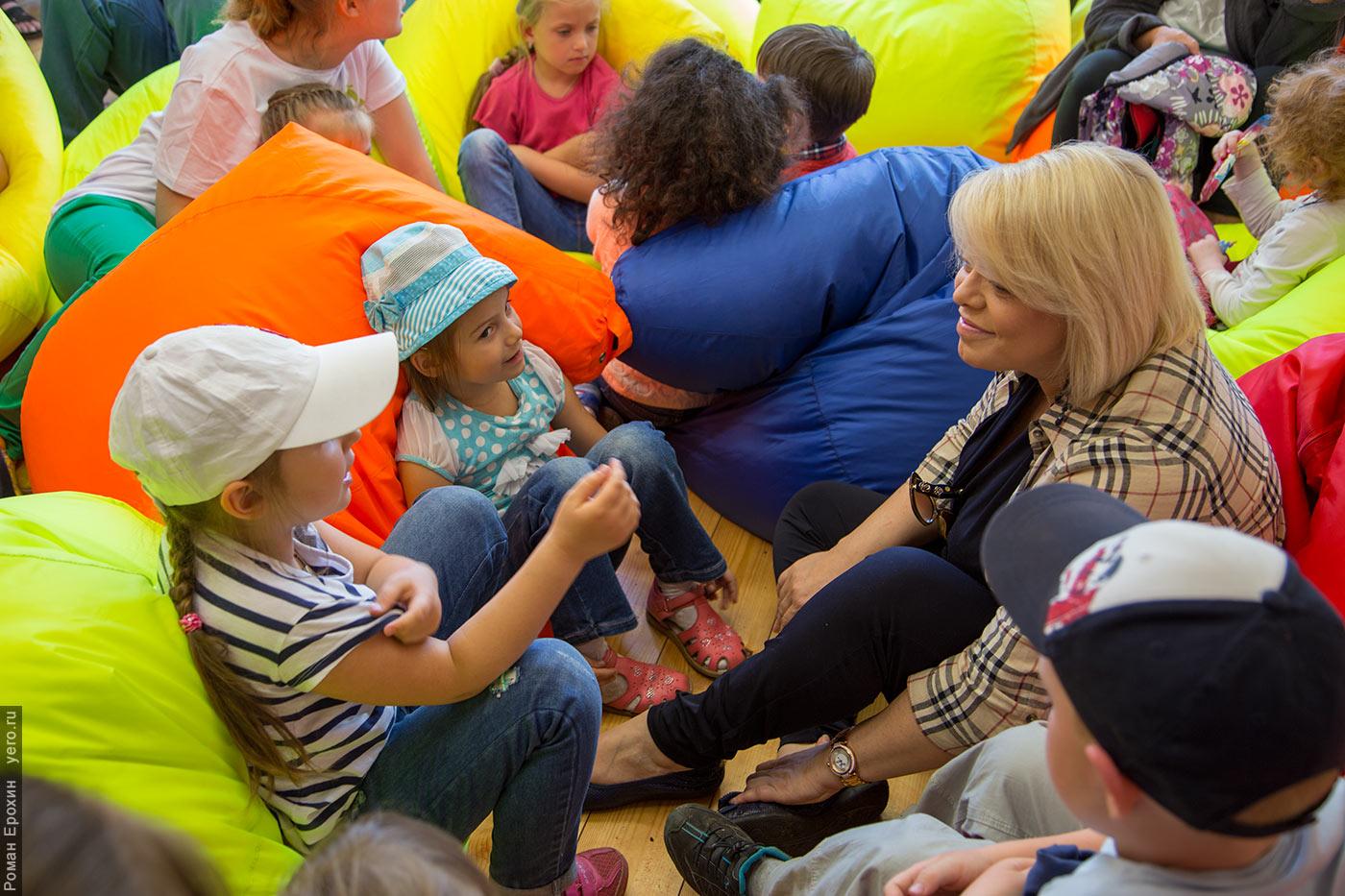 Яна Поплавская и дети
