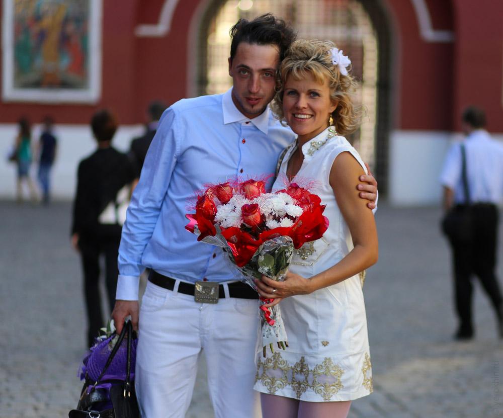 random-people-ohotny-ryad-aleksandrovsky-sad-kremlin-2013-06-05--00