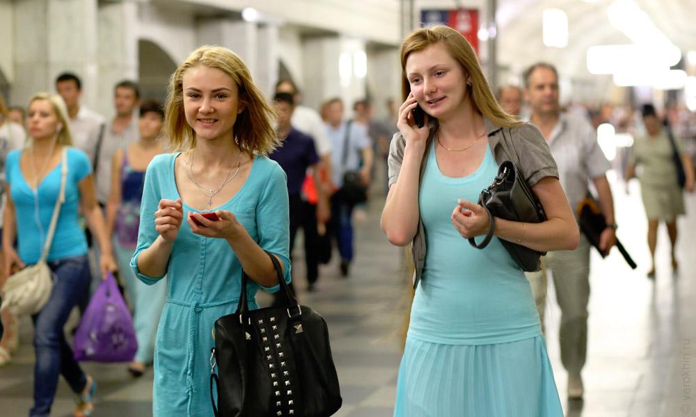 random-people-ohotny-ryad-aleksandrovsky-sad-kremlin-2013-06-05--06