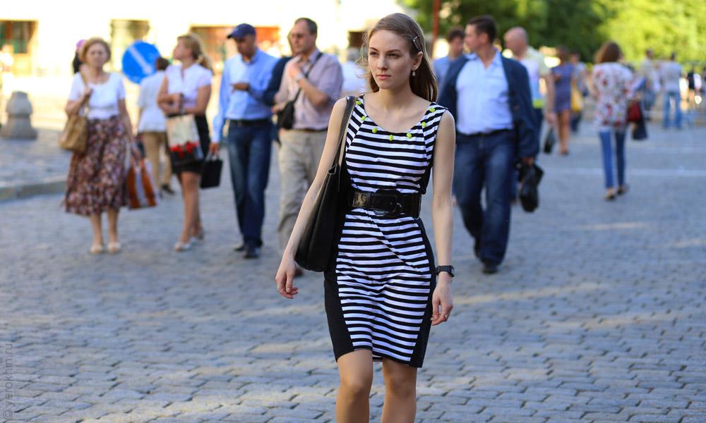 random-people-ohotny-ryad-aleksandrovsky-sad-kremlin-2013-06-05--22