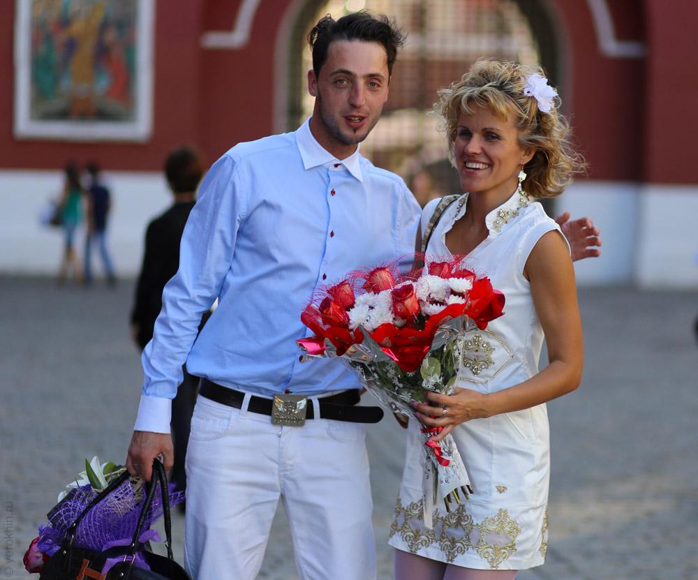 random-people-ohotny-ryad-aleksandrovsky-sad-kremlin-2013-06-05--30