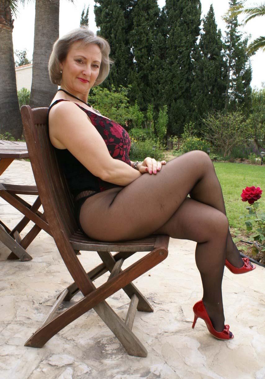 Полные ножки в колготках бальзаковские дамы