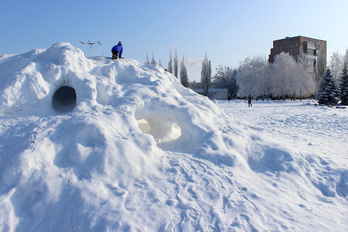 Снежная гора в центре города
