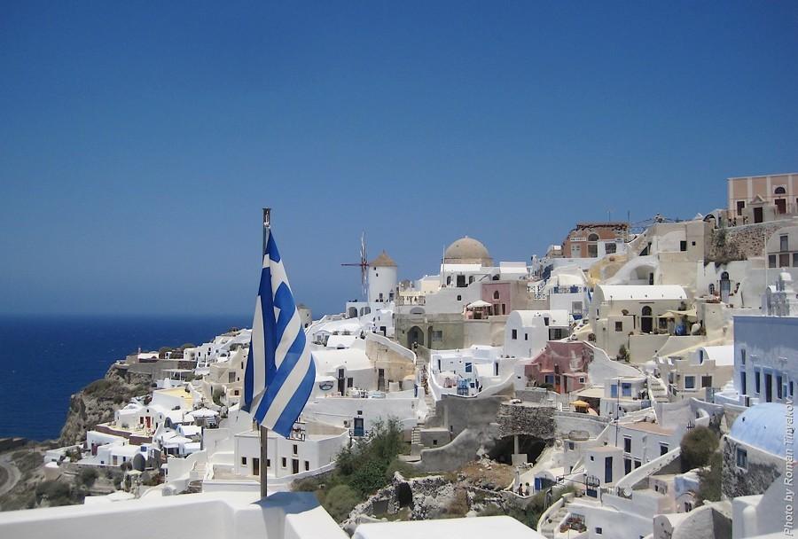 Флаг Греции в городе Ия
