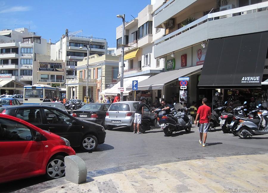 Скутеры на парковке