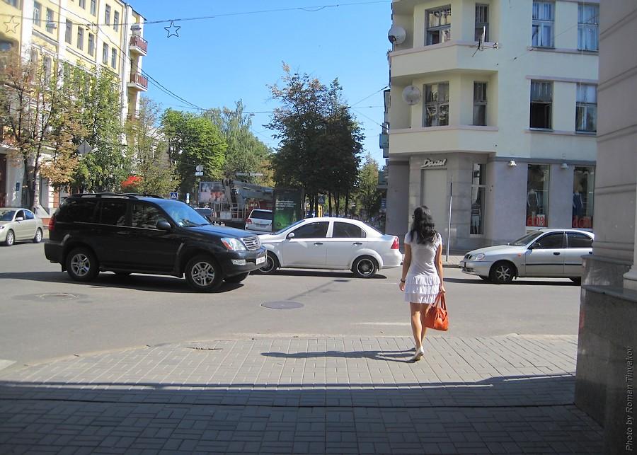 Девушка по городу