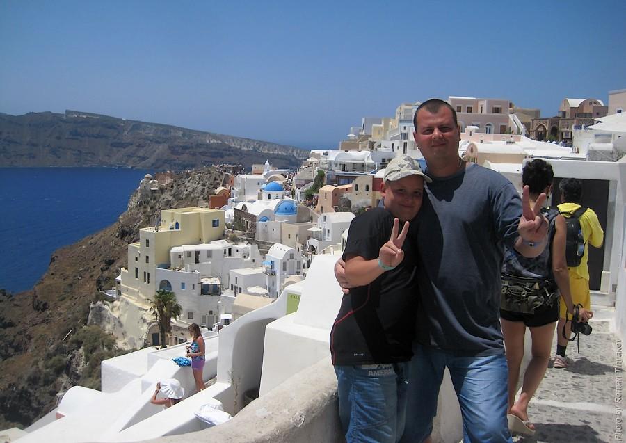 С сыном на фоне города