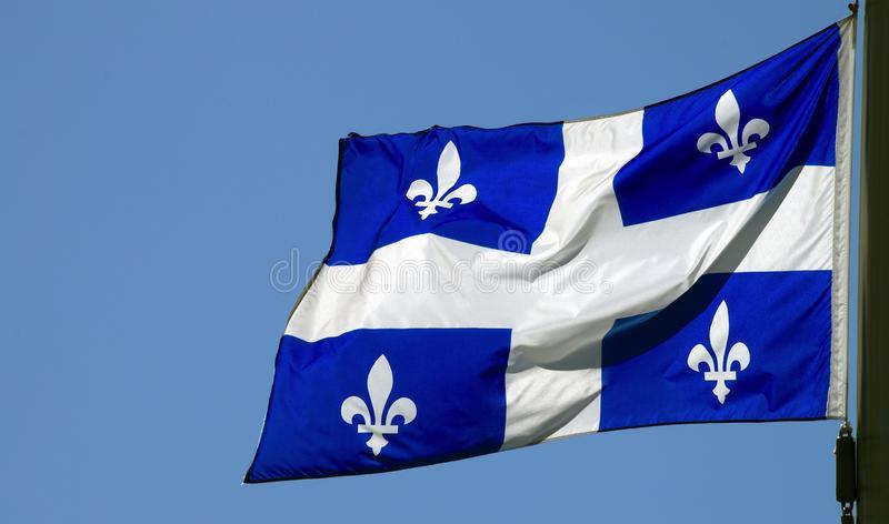 drapeau-du-québec-culture-française-canadienne-de-montréal-symbole-national-bleu-et-blanc-province-amérique-nord-160309578.jpg