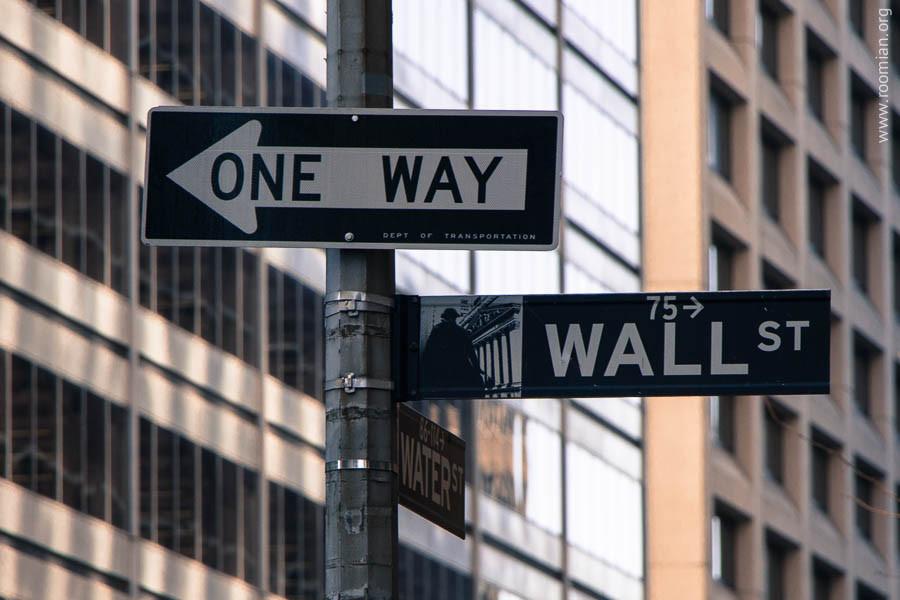Табличка улицы на пересечении с Вотер Стрит