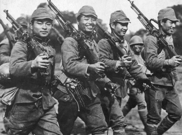 Секс солдат с офицерами