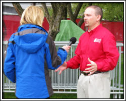 2010 Rose Festival - Jeff does interview