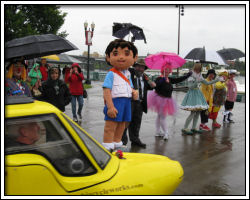 2010 Rose Festival - velomobile, Diego and clowns