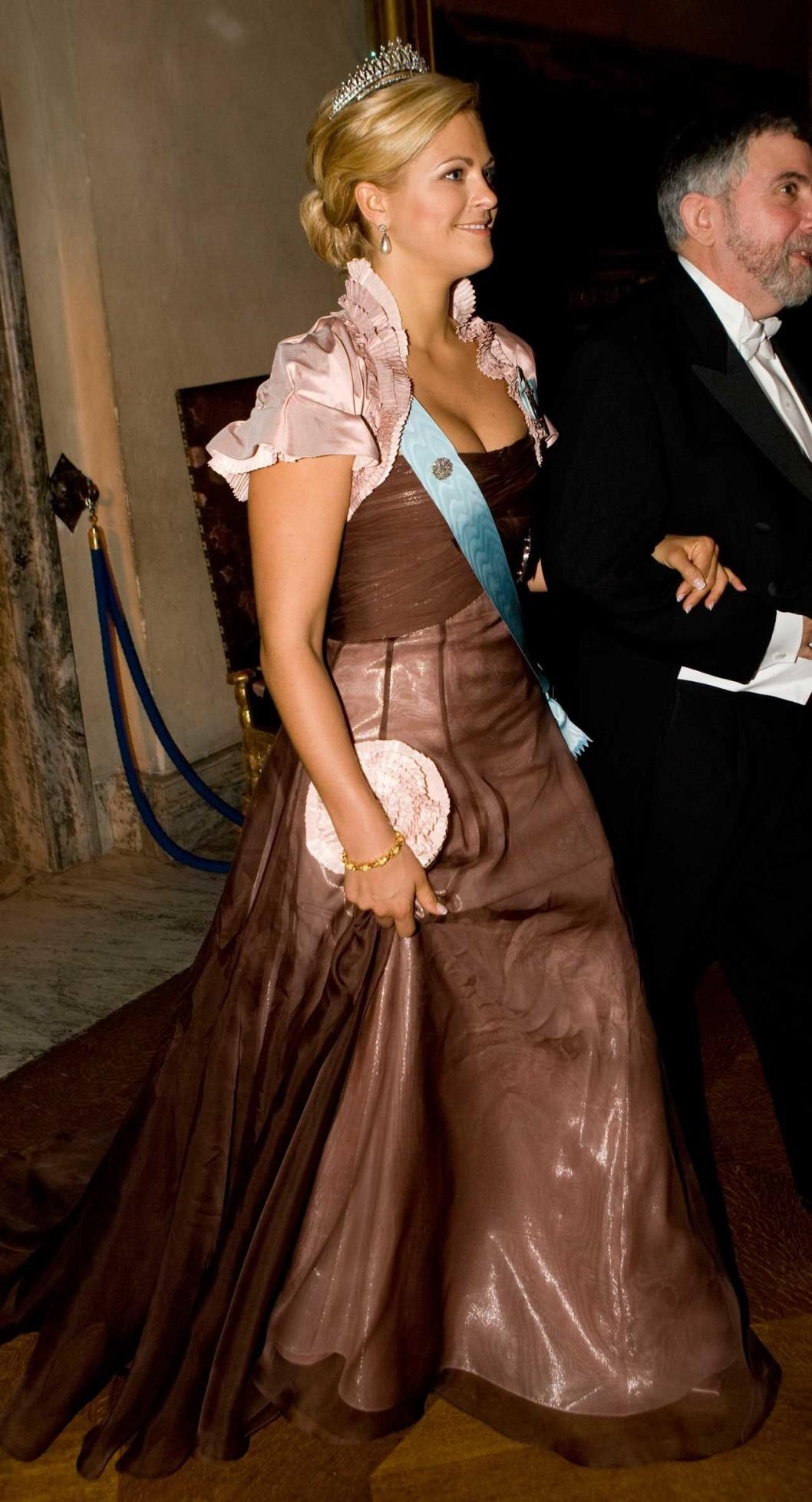2008 г, платье от шведского модельера Lars Wallin из тафты цвета чайной розы и коричневой органзы