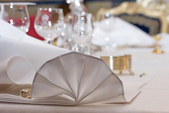 Лён, применямый при сервировке этого гала-обеда, называется Unionslinnet, был ткан  в 1891 во французском городе Lille