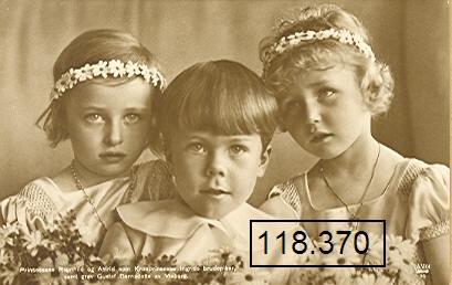 Маленькие принцессы ( Ragnhild и Astrid) как девочки-цветочницы на свадьбе датской кронпринцессы Ингрид