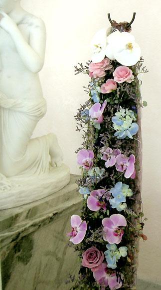 """Букет- """"водопад"""" Метте-Марит на венчании с кронпринцем Норвегии Хоконом в 2001 г"""
