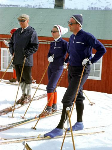 Король Olav, кронпринцесса Соня и кронпринц Харальд на пасхальных каникулах, Prinsehytta, 1968 г.