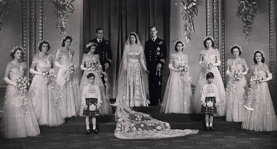 Официальный портрет ( принцесса Alexander of Kent четвёртая слева, принцесса Margaret рядом с женихом), ноябрь 1947 г