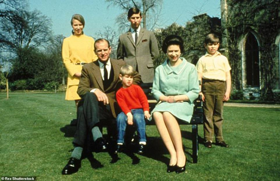 1968 г — королевская семья, уже четверо деток, в Windsor Castle