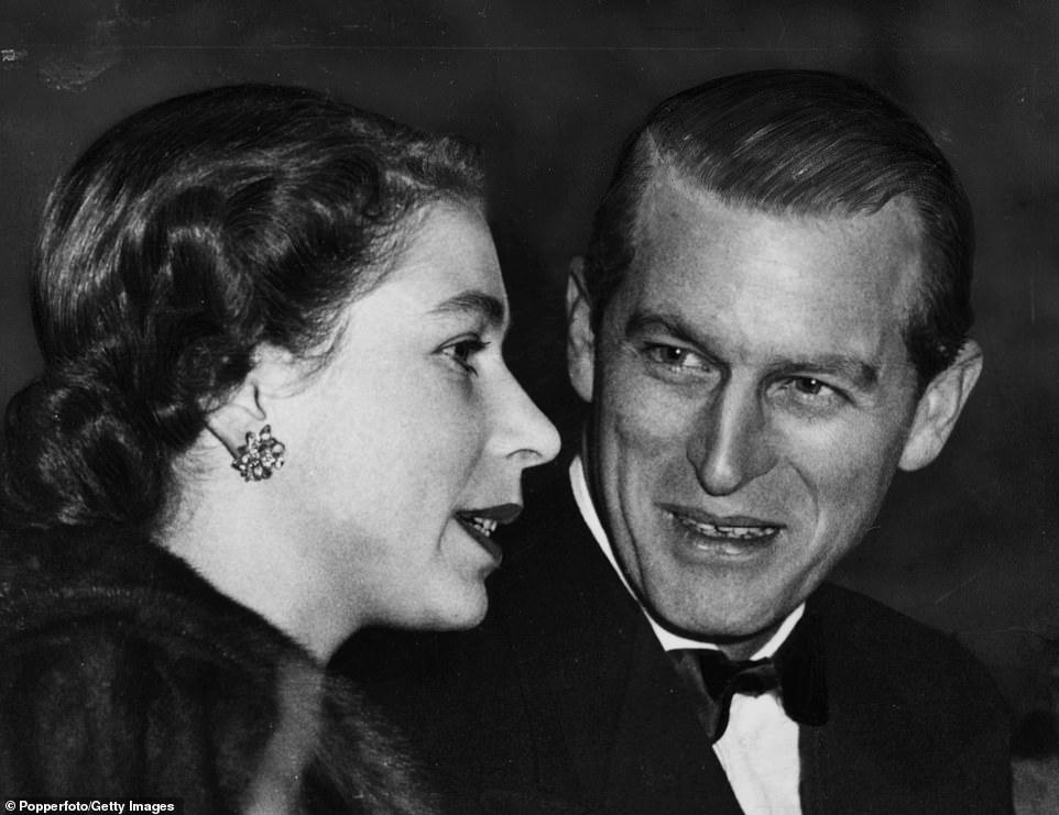 Филипп всегда восхищался супругой, здесь — 1952 г