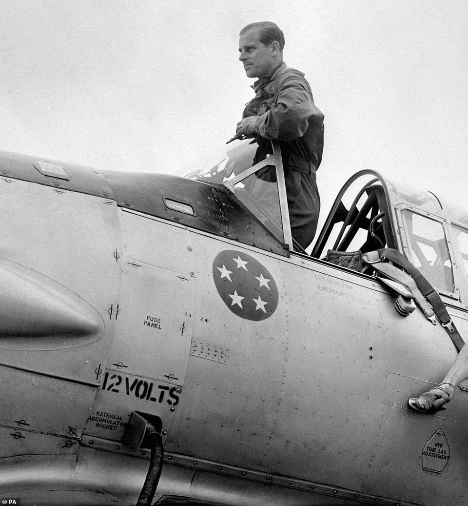 Май 1953 г, после тренировки на лётном поле White Waltham