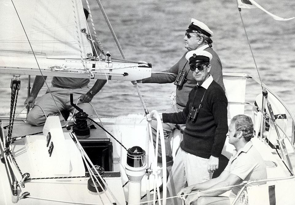 Филипп никогда не забывал море, участвовал в разных регатах ( здесь Cowes Regatta,1979 г), был патроном нескольких парусных клубов и президентом Королевской парусной Ассоциации ( Royal Yachting Association)