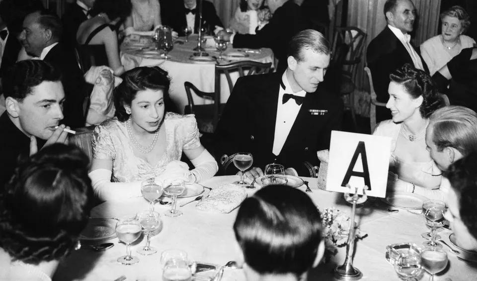 С супругой, принцессой Елизаветой, на благотворительном балу, 1948 г.