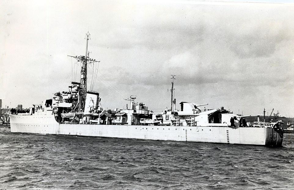 Эсминец Whelp (где также служил Филипп)  — участвовал в войне с Японией, принц присутствовал в Токийском заливе при подписании Акта о капитуляции