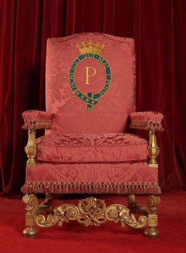 Кресло, изготовленное для Филиппа после коронации его супруги, для тронного зала в Букингемском дворце