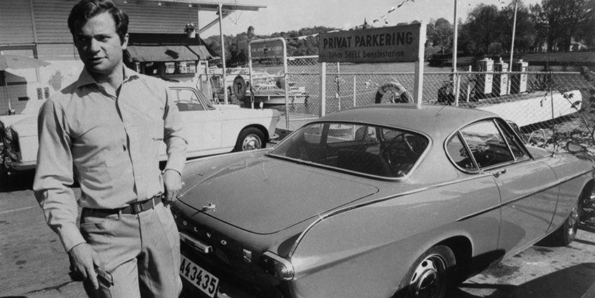 Здесь тогда кронпринц около своего любимого Volvo P1800
