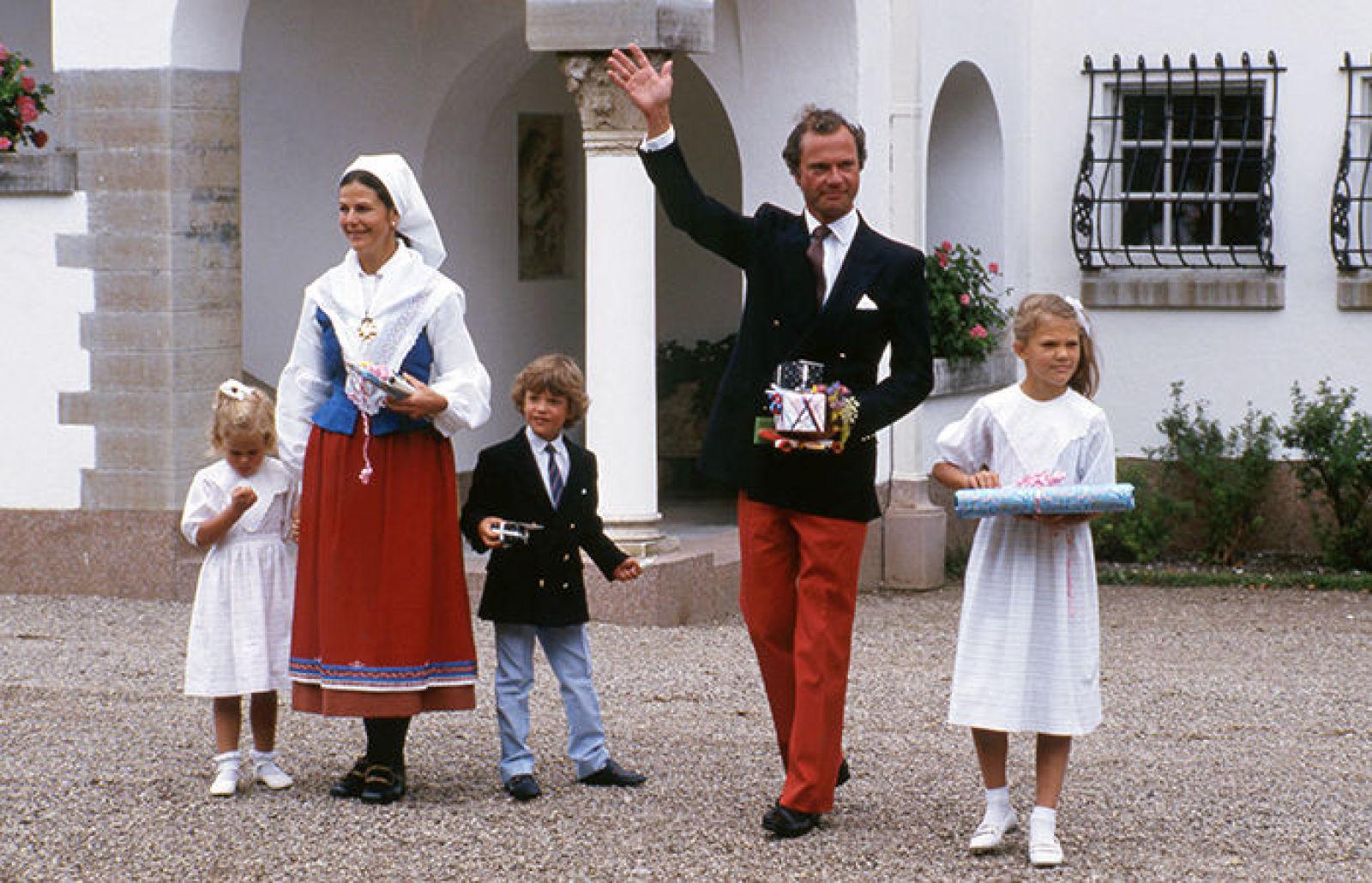 14 июля 1986 г, поздравления публики во внутреннем дворе Суллидена
