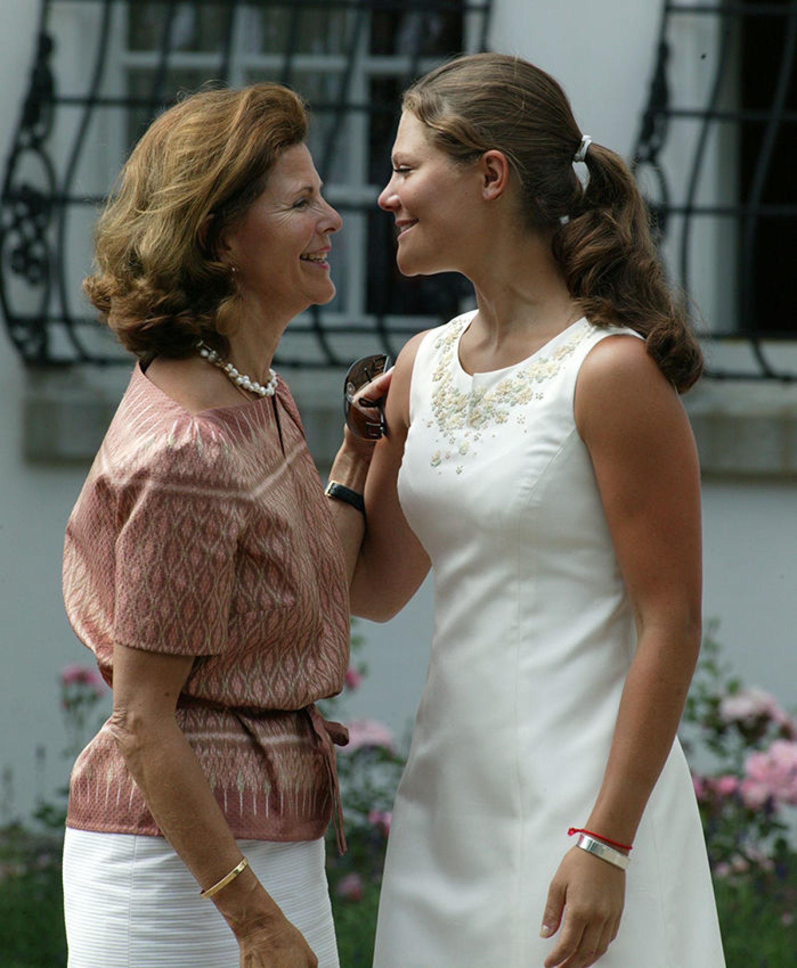 Вместе с мамой на празднике, 2003 г, во дворе Суллидена