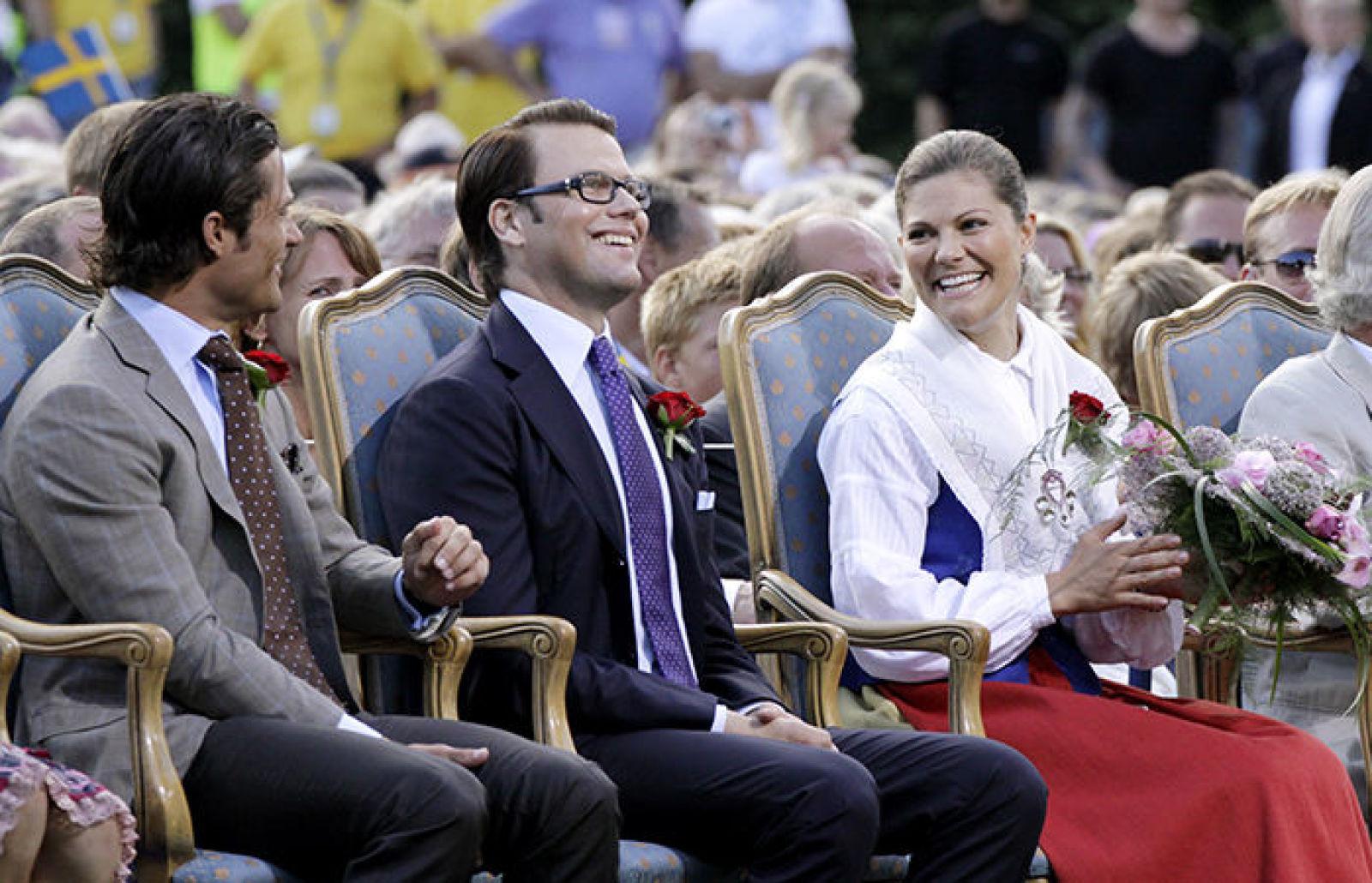 2009 г, Daniel Westling первый раз официально на праздновании рядом с будущей супругой Викторий
