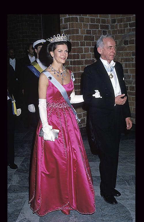 1988 г -снова датский модельер - вдохновителем здесь был Голливуд и Одри Хепберн