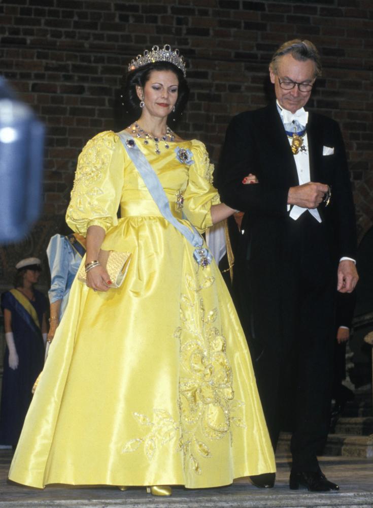 1985 г - снова датчанин Jörgen Bender, цветочные аппликации из жемчуга