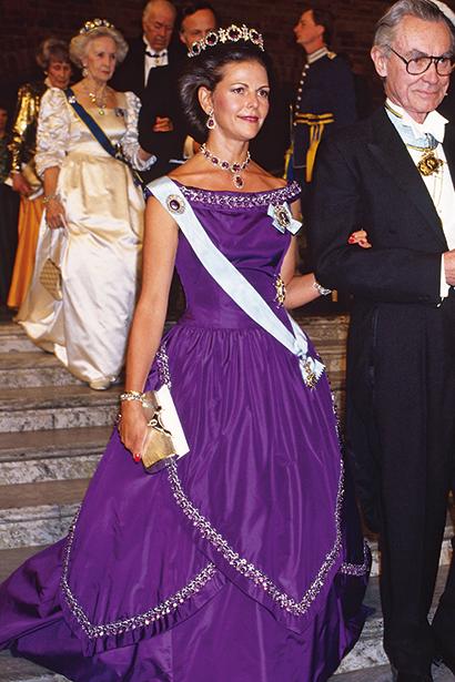1986 г - Jörgen Bender, диадема из аметистов и бриллиантов ранее была ожерельем и принадлежала королеве Жозефине  (Лейхтенбергской, жене короля Оскара I )