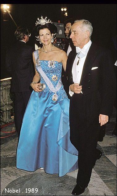 1989 г -  снова любимый датский модельер, лиф шёлкового платья расшит жемчугом