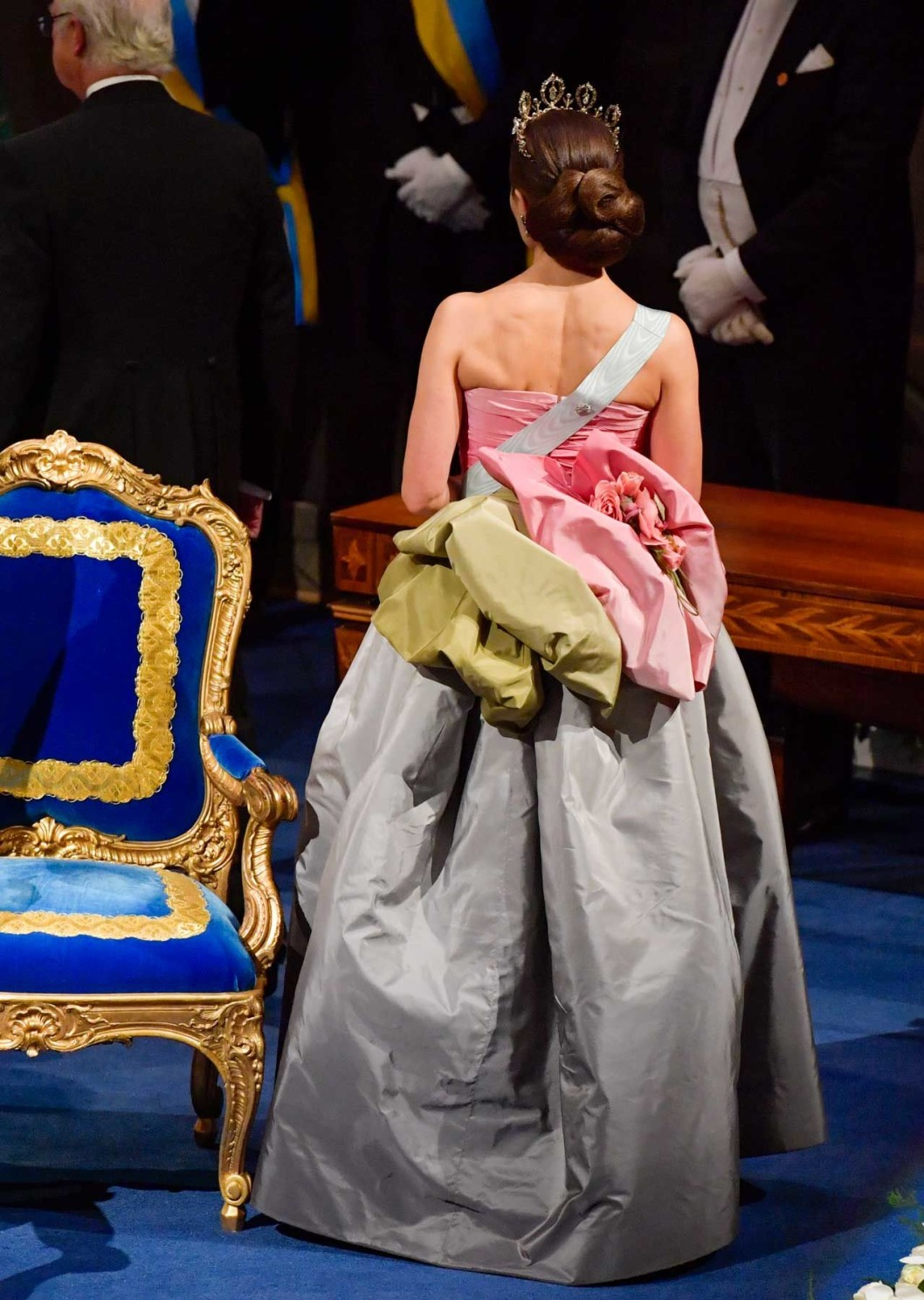 то же винтажное платье от Дома Нины Риччи , вид сзади,