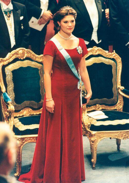 1995 г - дебют кронпринцессы Виктории на нобелевских торжествах, к платью Виктория выбрала свою собственную дидему, которую она получила от короля и королевы на своё 18-летие.