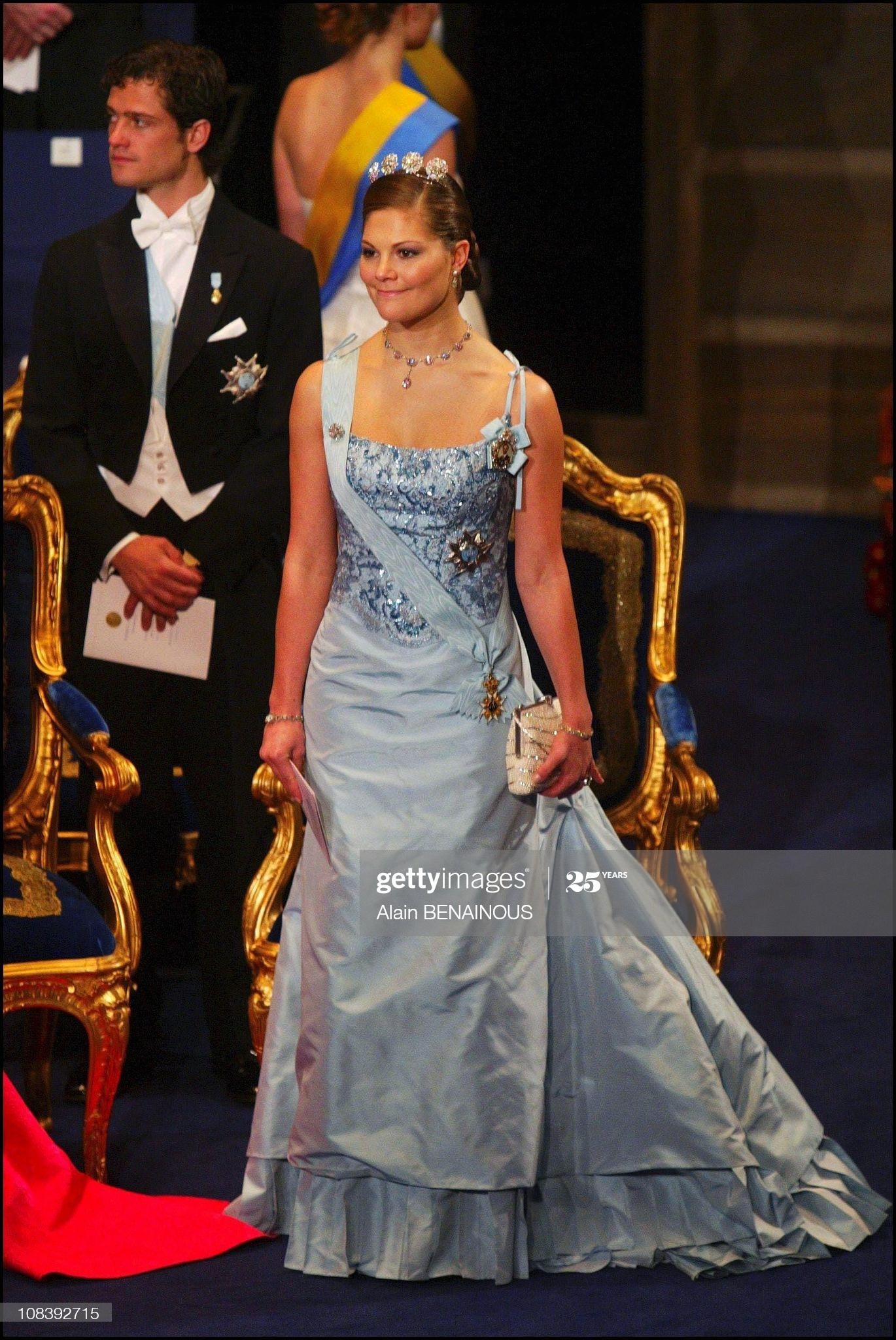 2003 г- шёлковое платье цвета голубого льда от шведского Lars Wallin