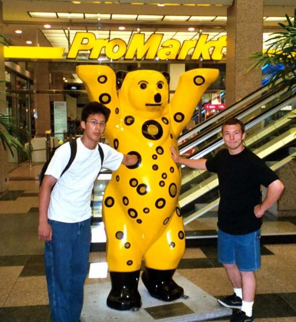 alex and sean meet the hole bear